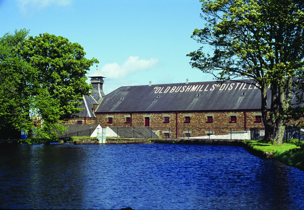 The-Old-Bushmills-Distillery-1154x800